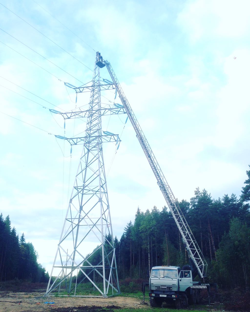 Аренда автовышки 35 метров, вездеход. evroplus.moscow